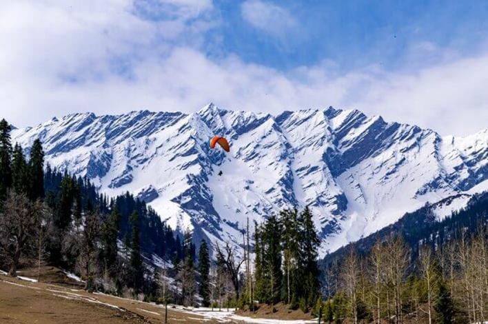 Kashmir - Rs. 7,000 pp